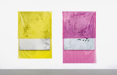190 x 130 cm und 200 x 130cm, beide Lack, Acryl, Lackspray, Folie auf Leinwand, 2015, installation view FAQ, Kunsthalle m3, Berlin