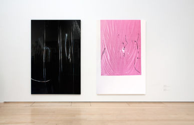 <em>Perpetual Movement</em>, je 240 x 160 cm, Acryl, Lack, Lackspray, Folie auf Leinwand, Installation View The Lowry, Manchester 2016