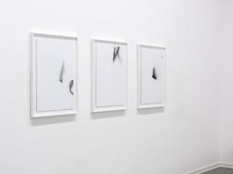 <em>Printage</em>, je 65 x 45 cm, gerahmt 75,1 x 56,1 cm, Acryl, Lack, Lackspray, Folie auf Leinwand, Installation View frontviews temporary, Kunstquartier Bethanien, Berlin, 2016