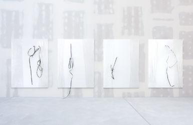 je 200 x 150 cm, Acryl, Umreifungsband, Folie auf Leinwand, installation view IFTTT2, Berlin 2017